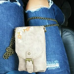 Other - A small leather 👛 with a beautiful floral design
